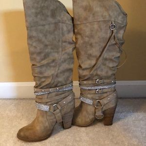 Not Rated tan suede boots size 7